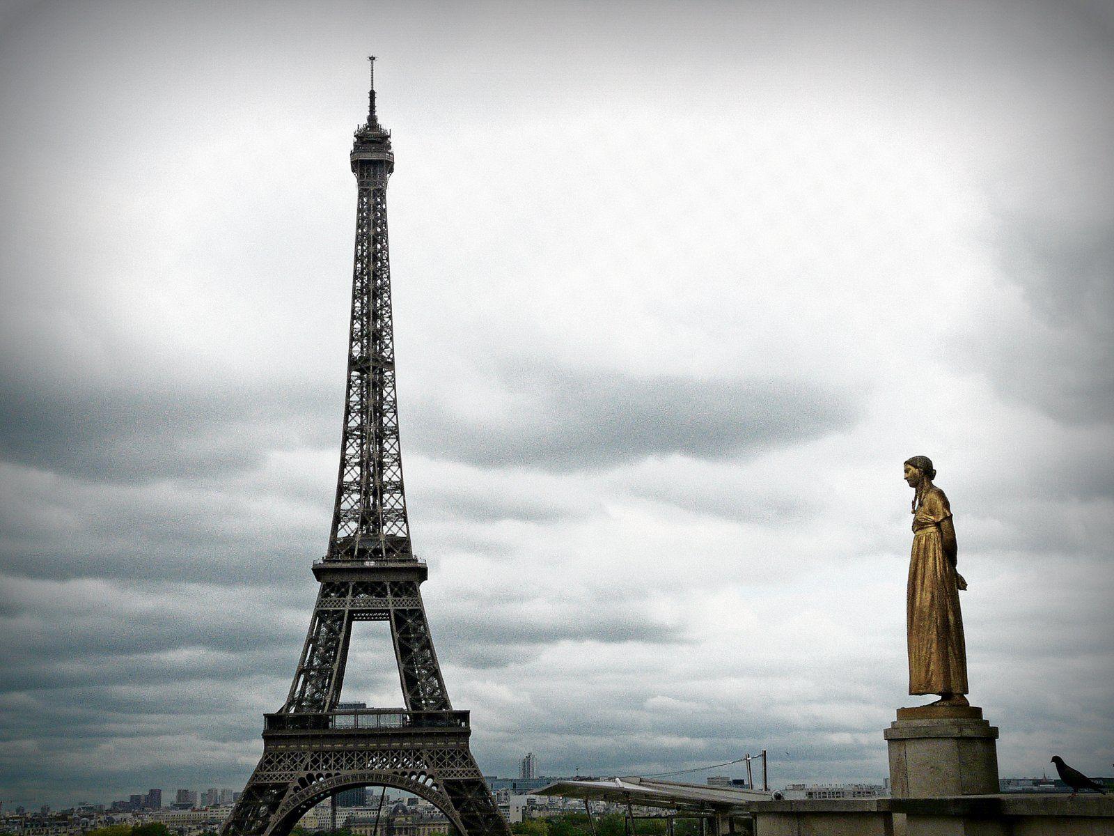 Eiffel Tower and La Jeunesse statue