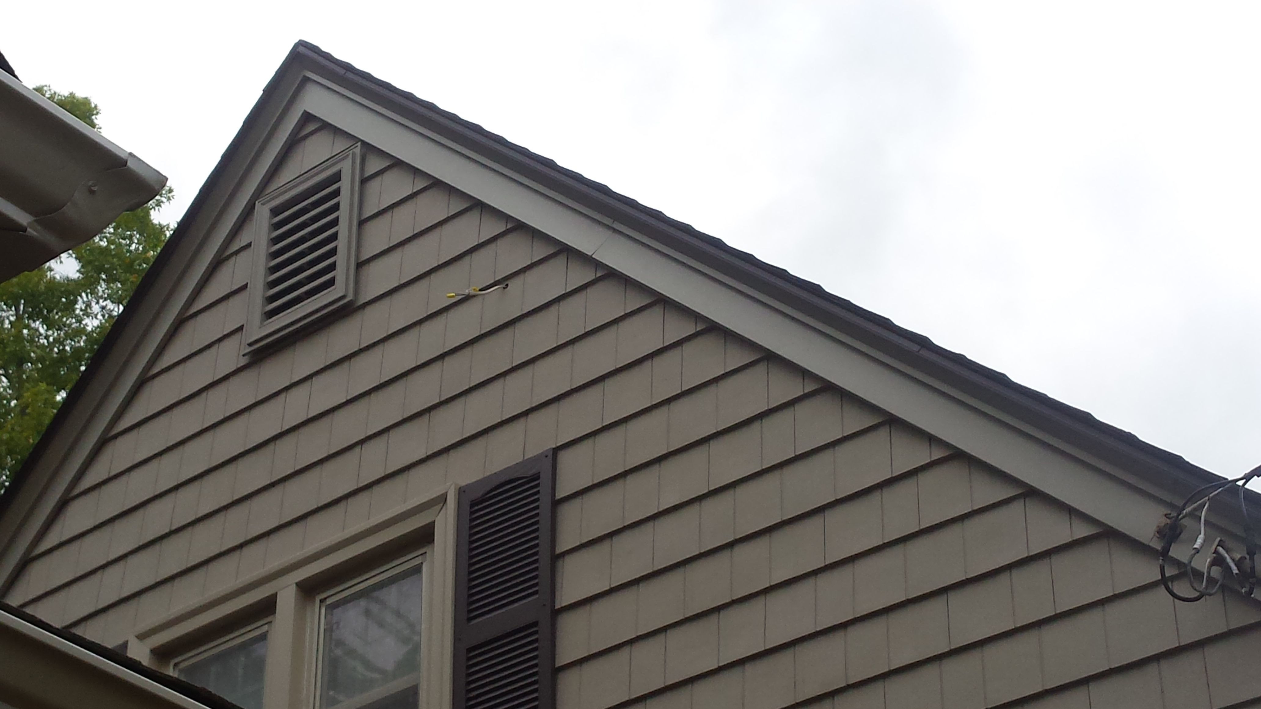 Certainteed Cedar Impressions Vinyl Siding In Natural Clay With Wicker Trim Rustic Houses Exterior Siding Options Vinyl Siding