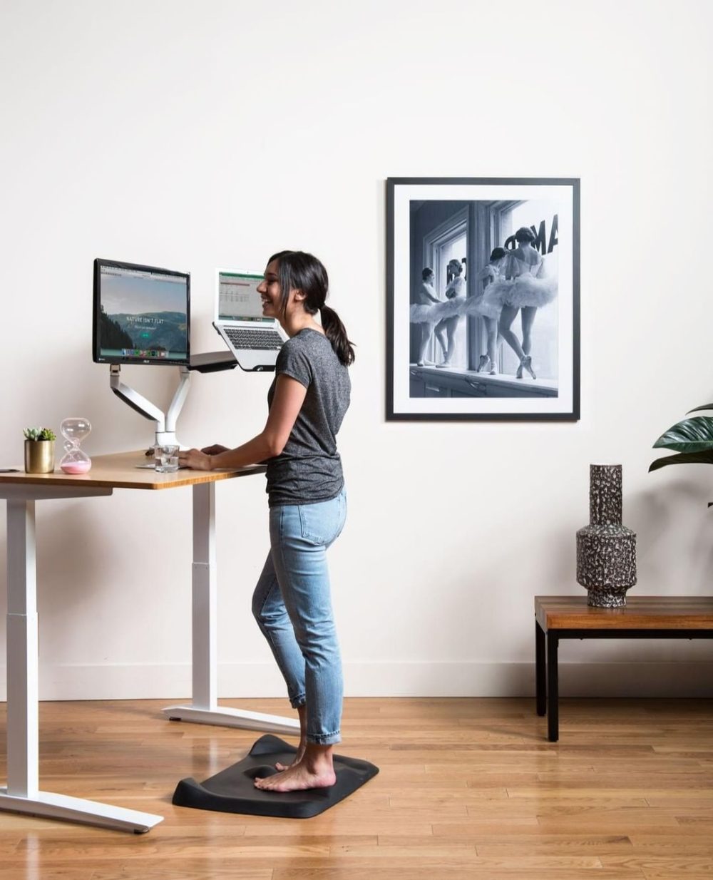 5 Best Standing Desk Mats For 2020 Reviews And Buying Guide Standingdesktopper Com In 2020 Best Standing Desk Standing Desk Mat Anti Fatigue Mat