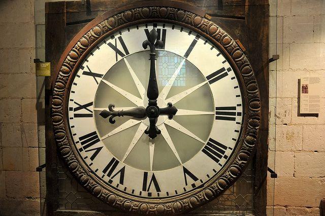 ancienne horloge murale xviie s du ch teau de chambord. Black Bedroom Furniture Sets. Home Design Ideas