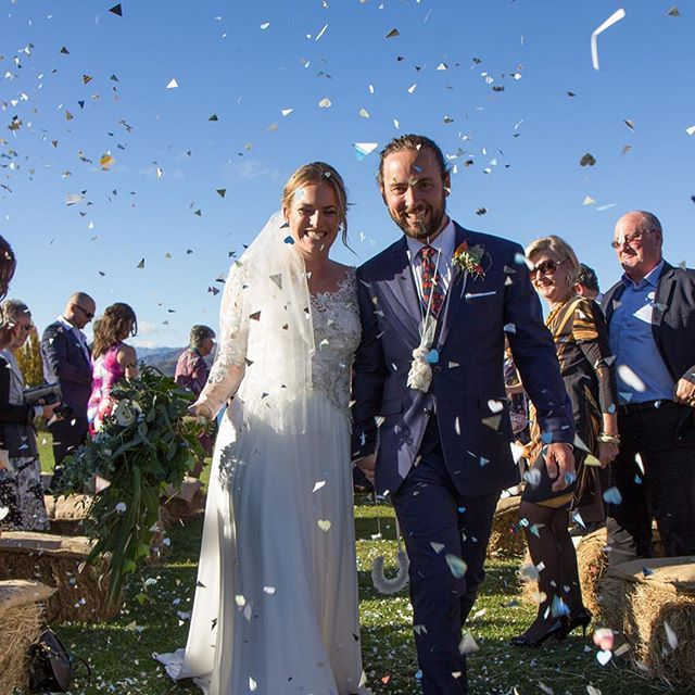 #congratulations #wedding ❤️ #heartconfetti #photooftheday #ilove #this #photo  #bride #wears @harriettfalvey