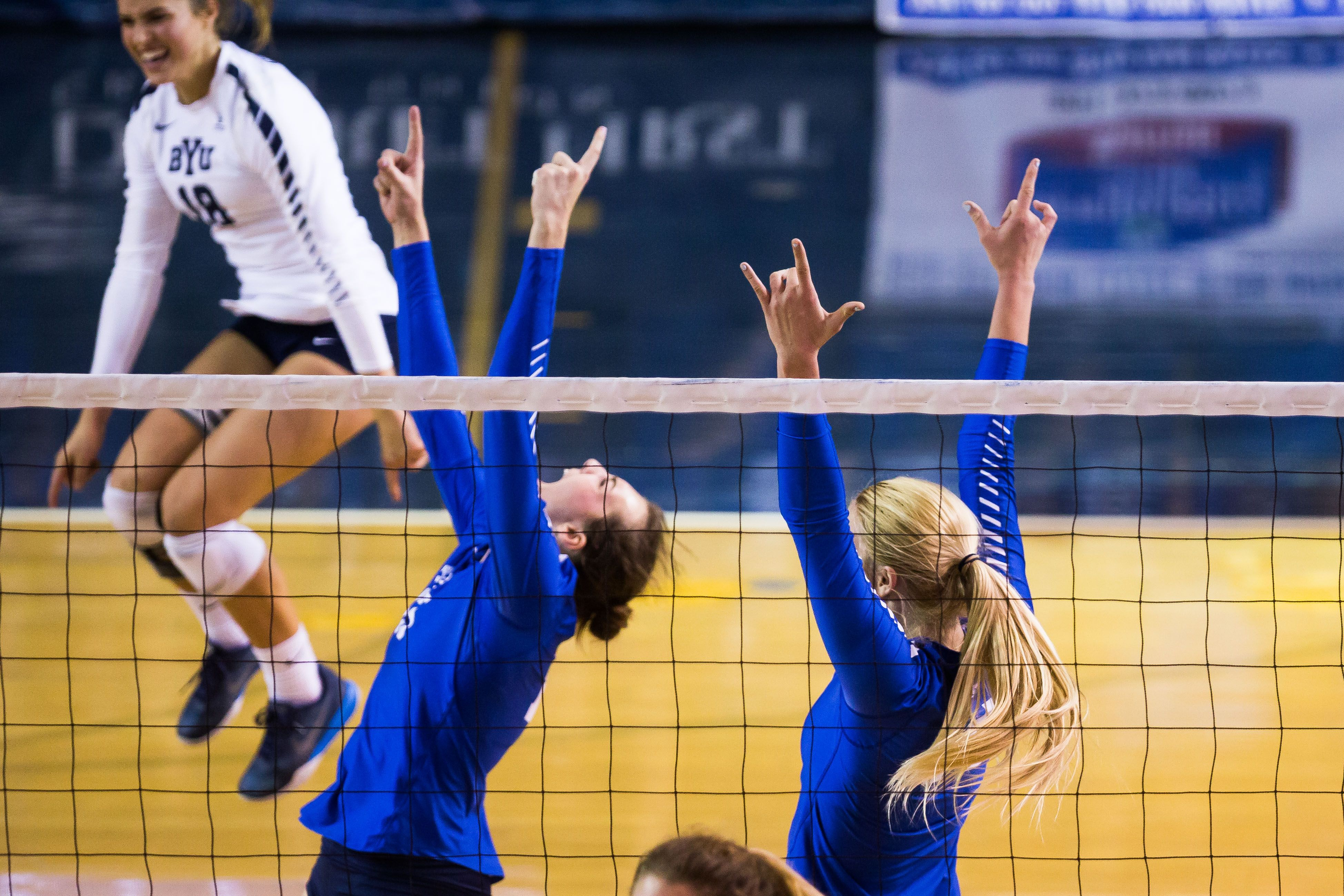 No 13 Byu Women S Volleyball Opens Wcc Play With Win The Daily Universe Women Volleyball Volleyball Byu