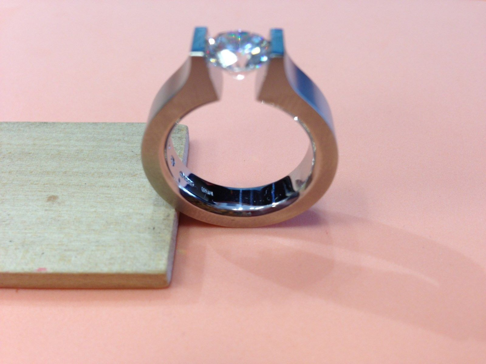 Steven Kretchmer Hard Omega design wedding ring in platinum finger ...
