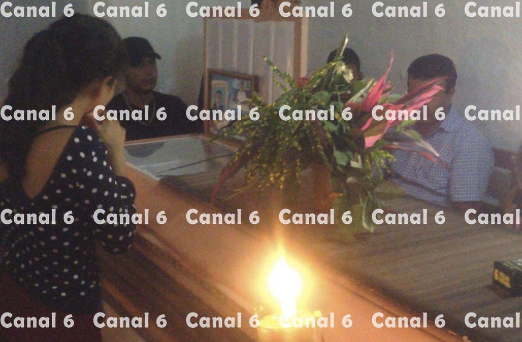 Dolor y tristeza en el velorio del pequeño Adalid Mejía quien murió por manipular un mortero - http://bit.ly/1mWZhPY