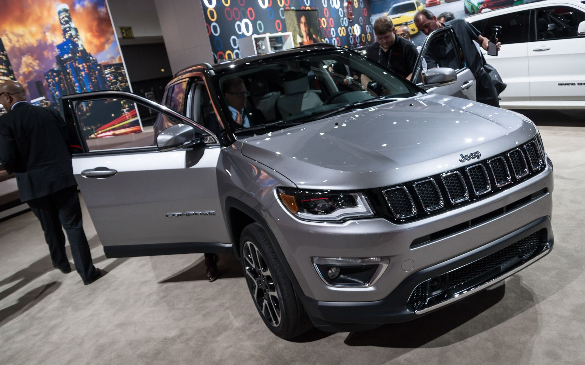 Le Jeep Compass 2017 Officiellement Devoile A Los Angeles Lux Cars Jeep Compass Sports Cars Luxury