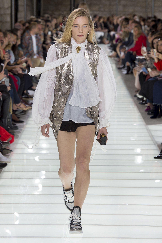 2887768ac37a Louis Vuitton Spring 2018 Ready-to-Wear Fashion Show - Erika Linder
