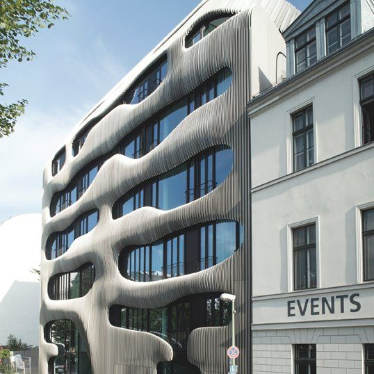 J. Mayer H. architects' design for the building, which will soon neighbour both Museum Island and Friedrichstrasse, reinterprets the classic Berliner residential building with its multi-unit structure and green interior courtyard.