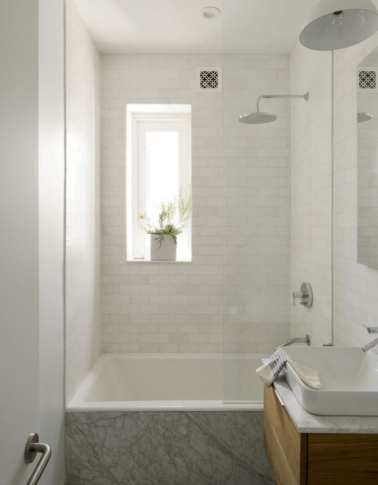 Living Large In 675 Square Feet Brooklyn Edition Remodelista Sourcebook For The Considered Home Bathroom Tub Shower Bathroom Design Small Bathtub Shower Combo