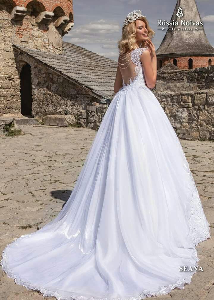 SEANA: O magnífico modelo Seana conquista com sua beleza e charme romântico. Para saber mais, acesse: www.russianoivas.com #vestidodenoiva #vestidosdenoiva #weddingdress #weddingdresses #brides #bride