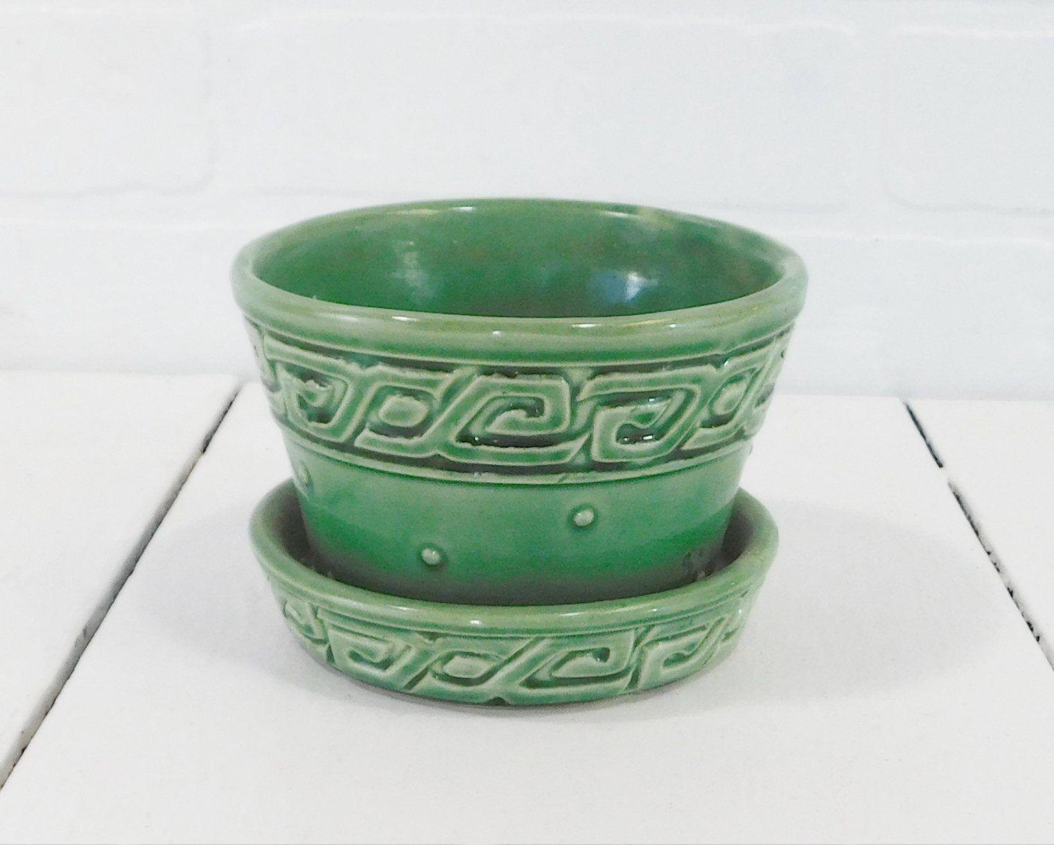 Vintage Mccoy Pottery Green Flower Pot With Attached Saucer Mccoy Greek Key Planter 1950s Mccoy Pottery Pv261 In 2020 Green Flower Pots Mccoy Pottery Flower Pots