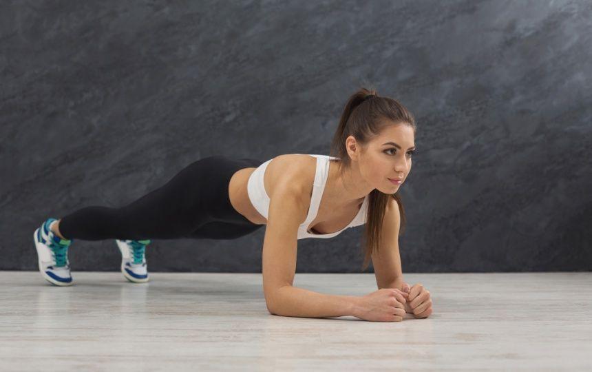 1日30秒のプランクでお腹が凹む 7つの注意点とアレンジトレーニング Common トレーニング ウエイトトレーニング ダイエット 腹筋