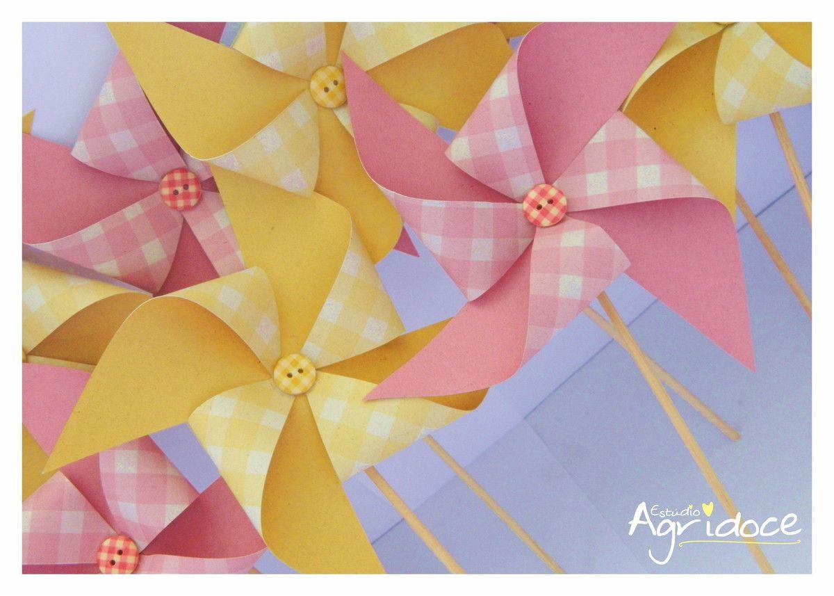 Jogo misto de catavento amarelo e rosa para decorar centro de mesa ou o que desejar. <br>Tamanho da arte: 10 x 10 cm. <br>Consulte-nos para outras cores.