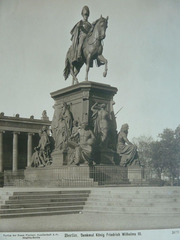Denkmal Konig Friedrich Wilhelm Iii Im Lustgarten 1936 An Der Westseite Des Lustgartens Verlegt Beschadigt Im Altes Museum Historische Fotos Berlin