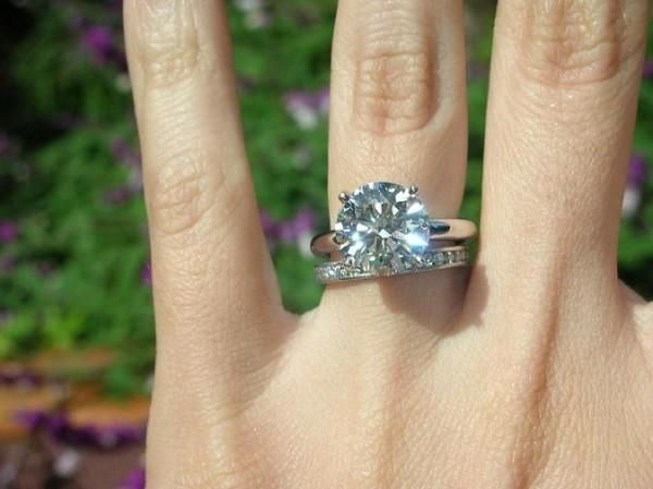1 Carat Engagement Rings On Finger 5 Celebrity Engagement Rings Engagement Rings On Finger Engagement Ring On Hand