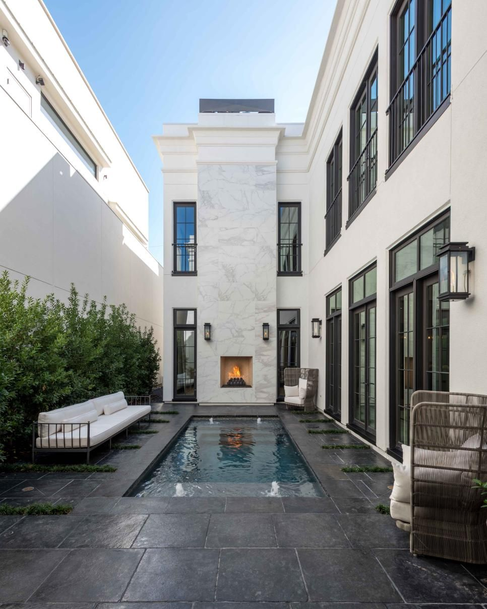 White Walls With Black Trim Immediately Give This Modern Neoclassical Home An Edgy Aesthetic Eclectic Ligh Courtyard House Plans Modern Courtyard Neoclassical