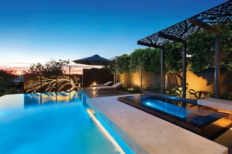 Moderner Sichtschutz Garten Baum Motive Beleuchtung Pergola Infinity Pool