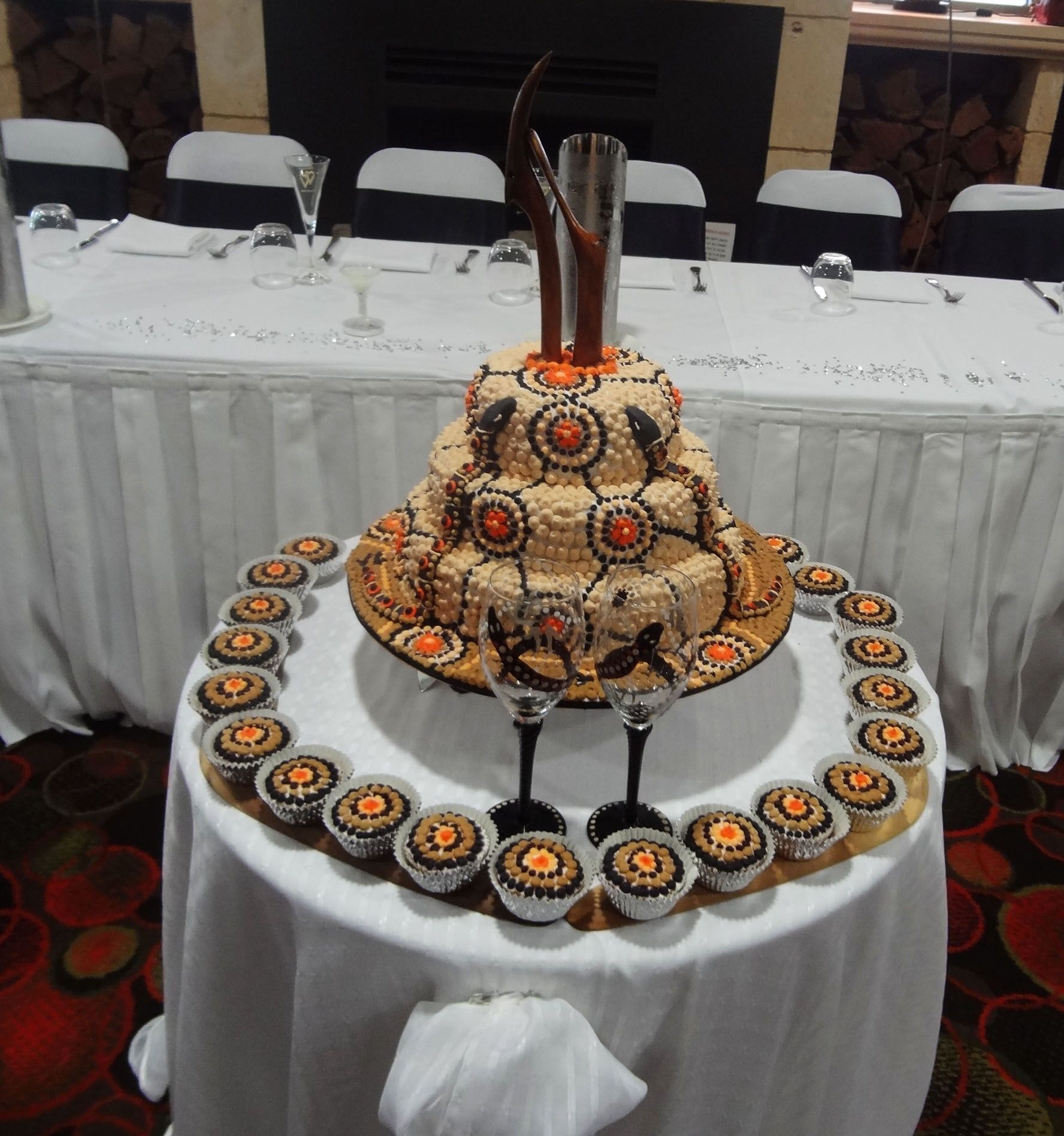 how much is a wedding cake australia aboriginal wedding cake and cupcakes by novy australia 15505