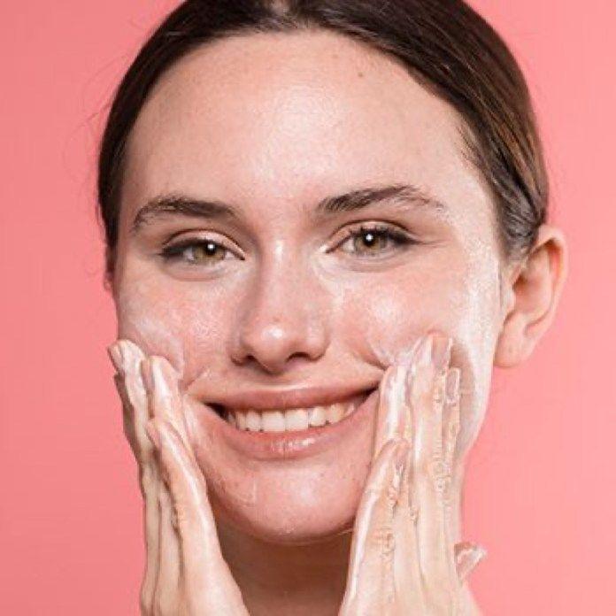 Detersione viso: step e prodotti giusti per la pulizia della pelle quotidiana