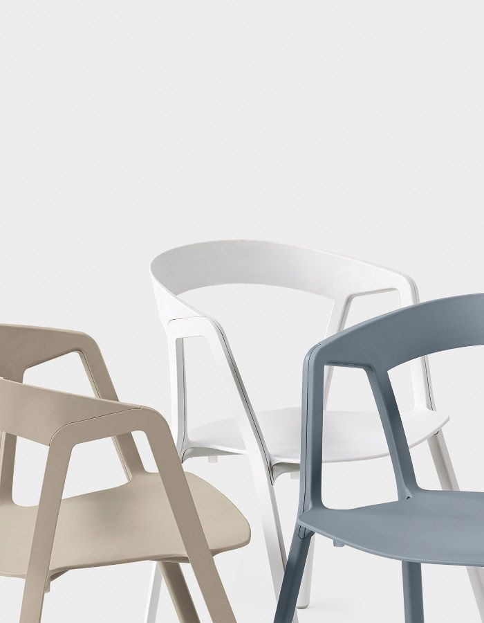 Stackable polypropylene chair compas by kristalia for Compass mobili