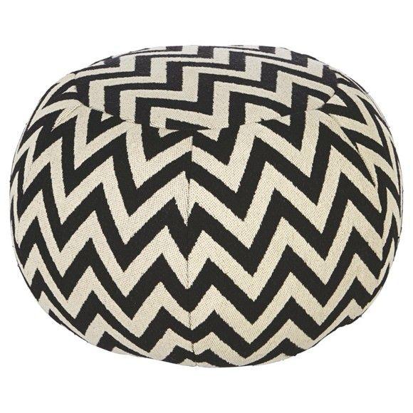 """Der Hocker """"Puffy"""" setzt jugendlich moderne Akzente in Ihrem Zuhause und ist ein außergewöhnliches Wohnaccessoire! Der Bezug aus reiner<b>Baumwolle</b> ist angenehm weich und sorgt im Zusammenspiel mit der<b> Styroporkugel-Füllung</b> für ein besonderes Sitzerlebnis. Das angesagte Muster in Schwarz und Weiß ist die neue Attraktion in Ihren vier Wänden. Dieser Hocker sorgt für Aufsehen!"""