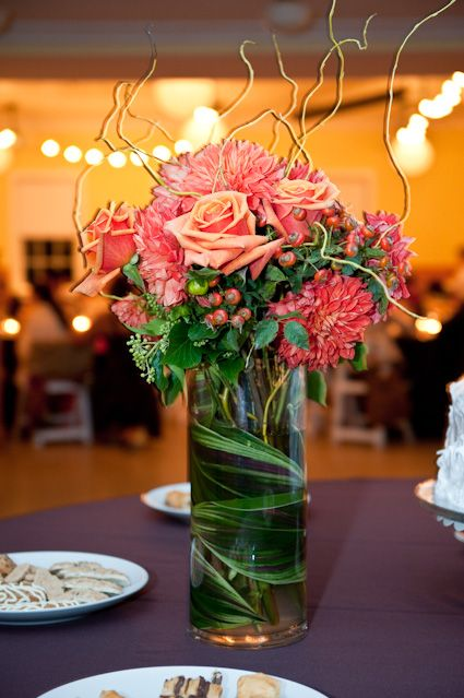 Orange zinnias and roses, curly willow and broad leaves swirled in the vase. So easy to make, but it looks professional!