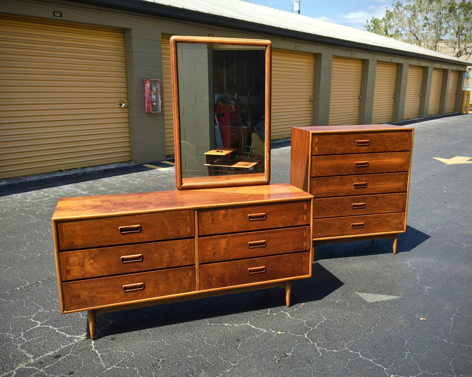 SOLD   Mid Century Modern Lane Acclaim Bedroom Set   Dresser   Credenza    Mirror