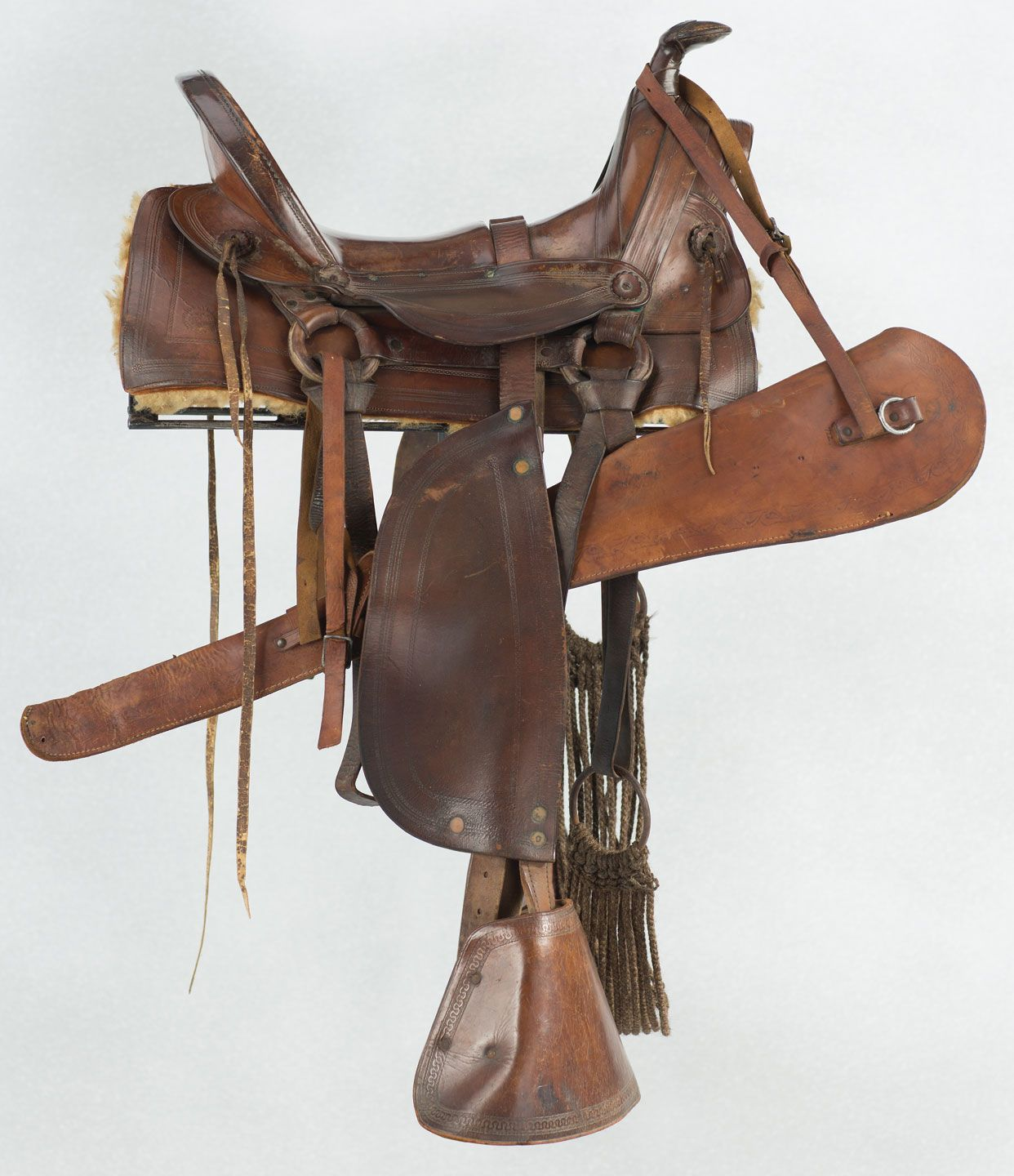 Western saddle chair - Montgomery Ward Half Seat Saddle With Rifle Scabbard Brian Lebel S Old West Auction June