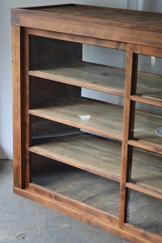 両面引き戸の食器棚