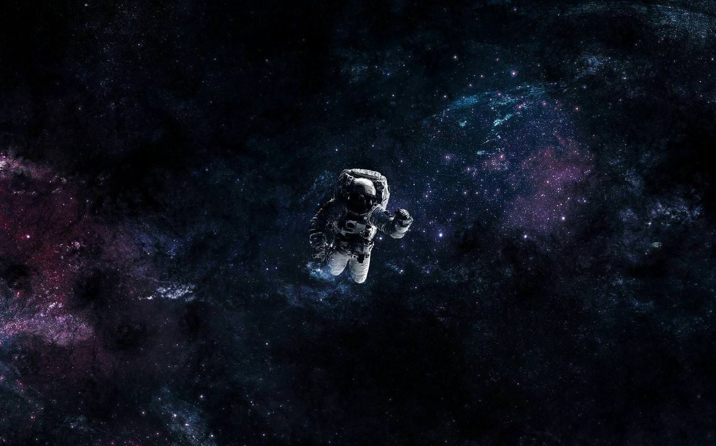 Astronaut Floating In Space Astronaut Wallpaper Astronauts In Space Desktop Wallpaper
