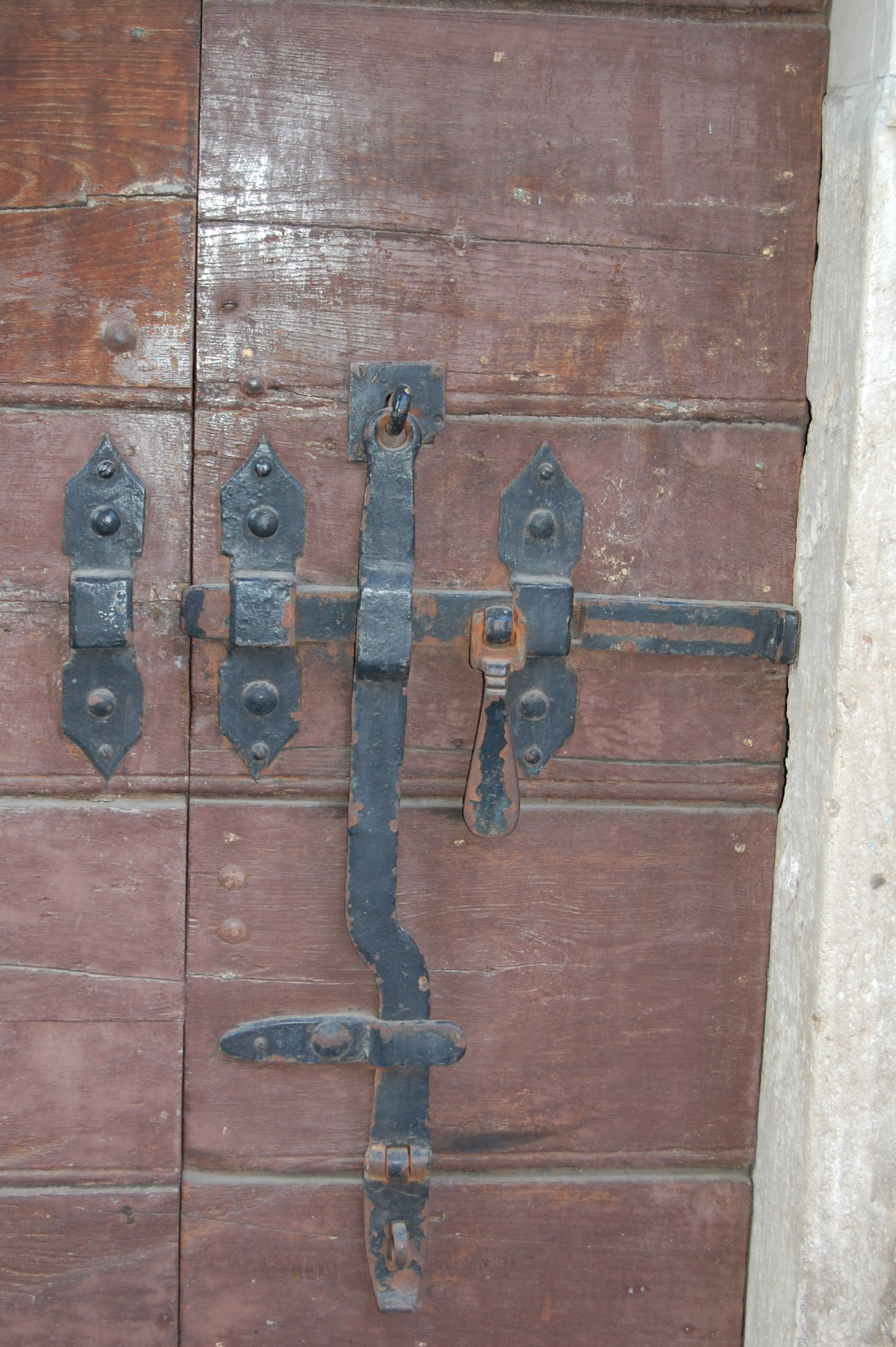 keys a on doors museum unusual at lever knob knobs repos mon with and inside pin door palace key