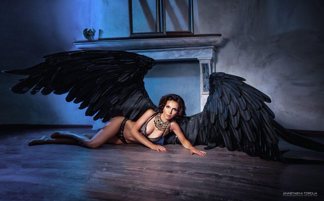 Фотосессия с крыльями черного ангела чудовища