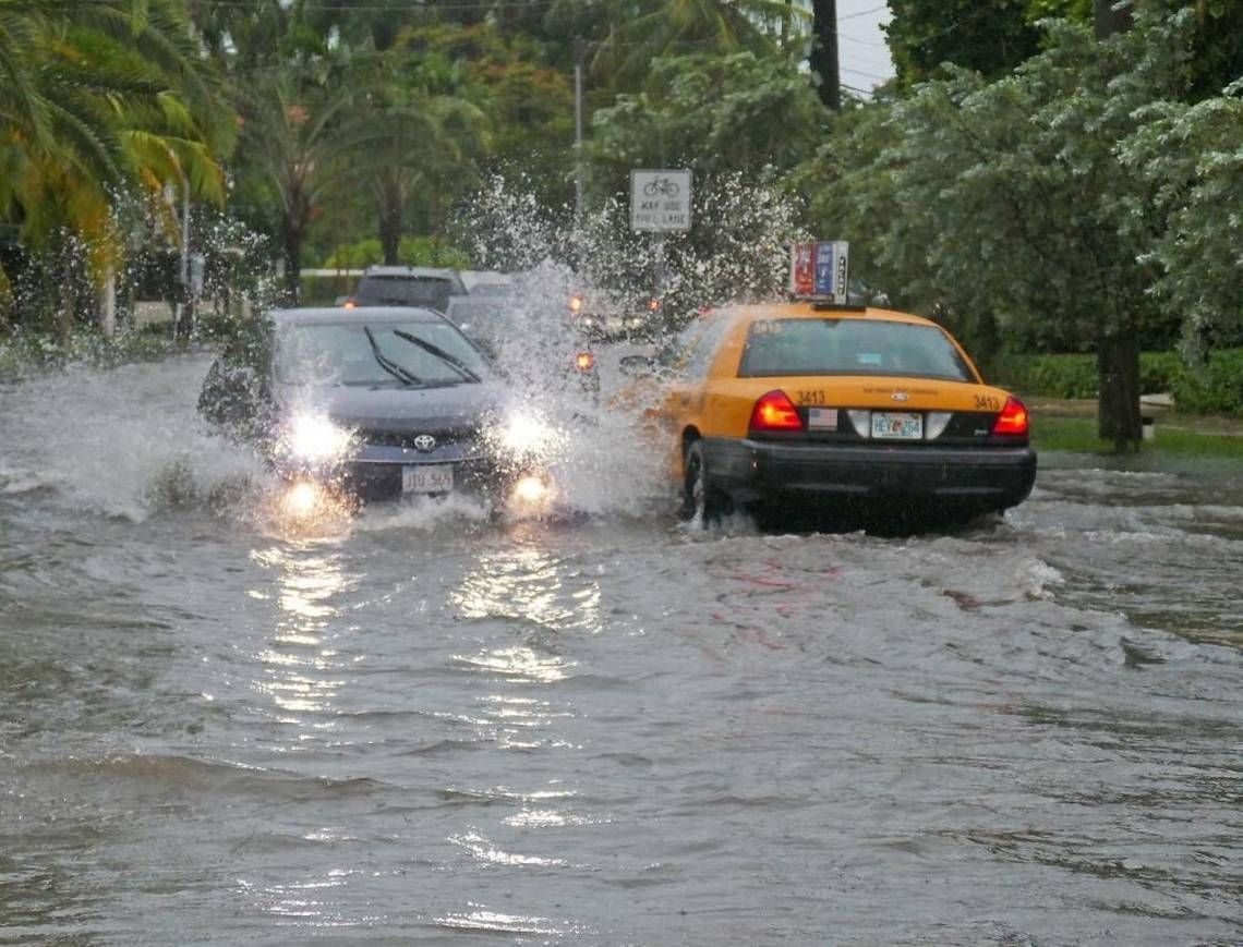 Emily Rain Pounds South Florida And Beach Pumps Fail Without Power Flood Causes Miami Beach Beach