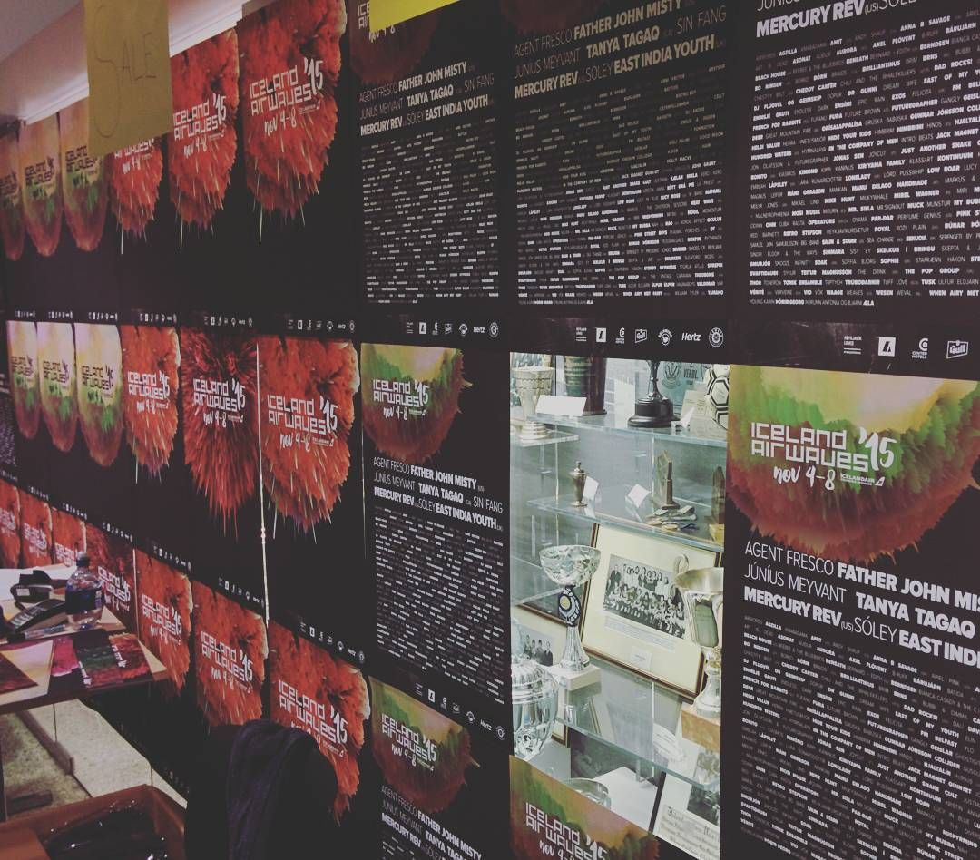 Plakate werden knapp.  #merch #airwaves15