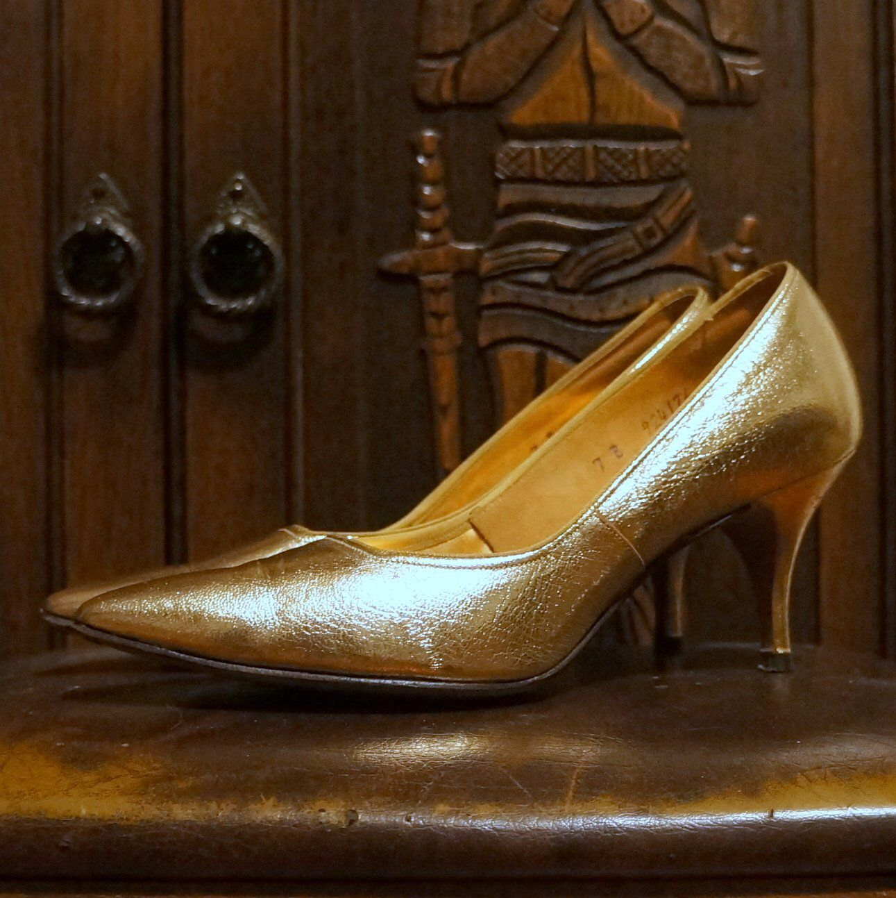 1950s 1960s Gold Heels Vintage Shoes 7 B Narrow Leather Pointed Toe Mid Heel Pumps 3 Inch Stilettos 50 S Kitten Heels Fair Deb Shepard Gold Heels Heels Vintage Shoes