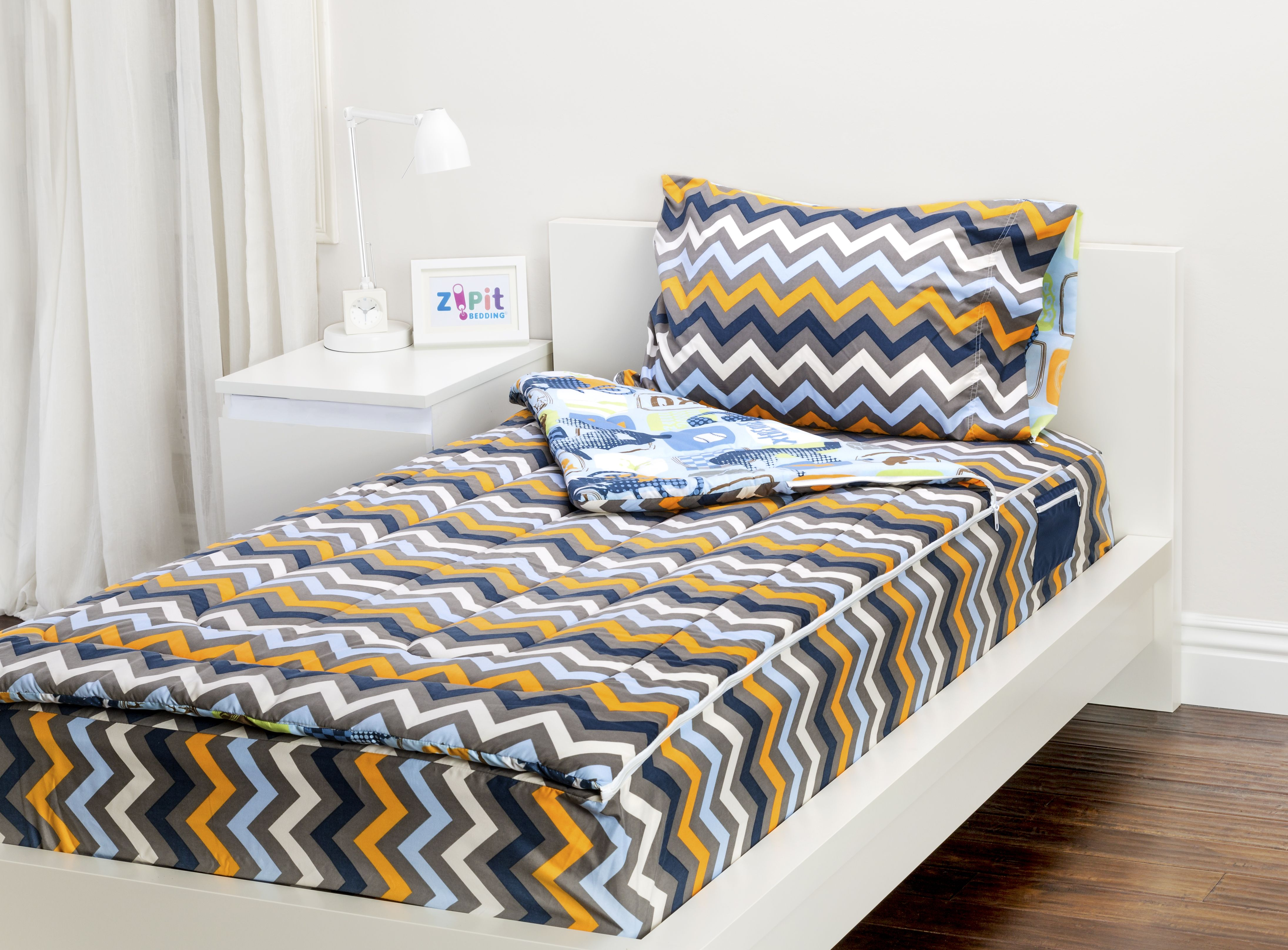The Extreme Sports Zipit Bedding set is reversible! Zipit