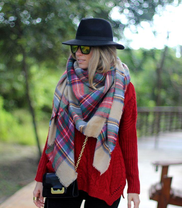 Tartan scarf + Chunky jumper http://mesvoyagesaparis.com/cable-knit-jumper-winter-fashion-blogger/