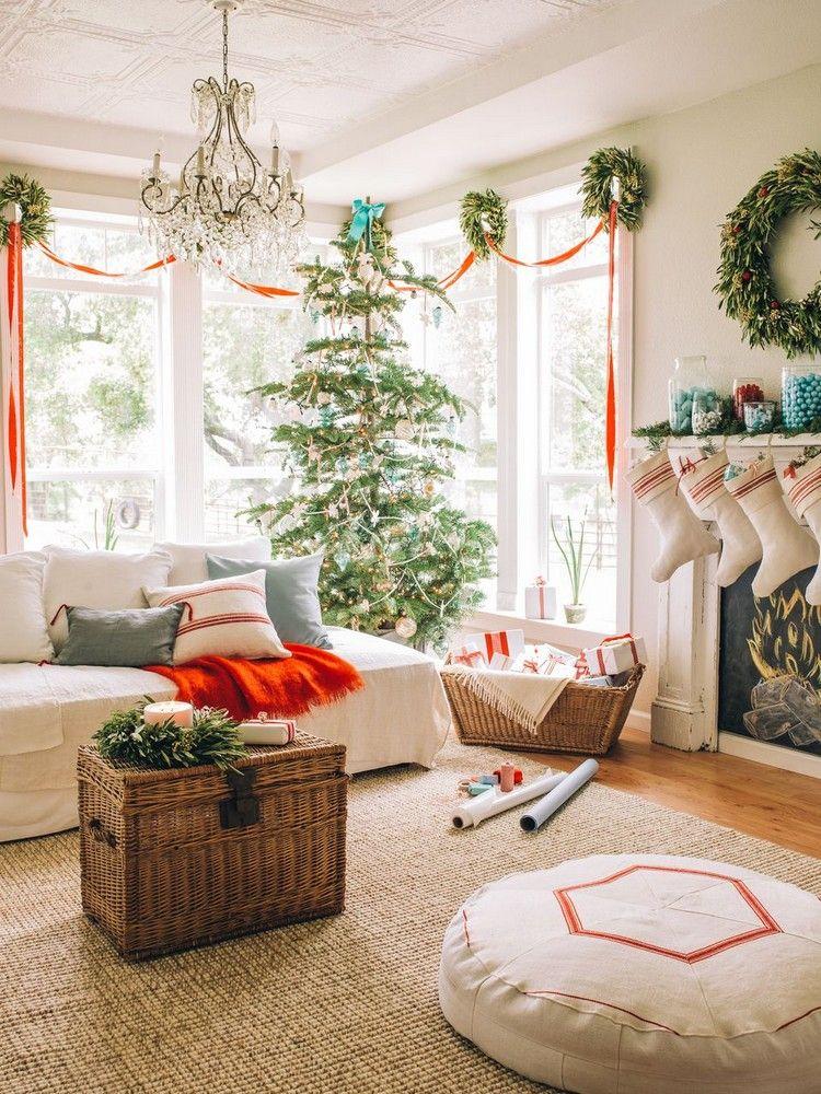 große fenster wohnzimmer weihnachtlich dekorieren schleife kränze - deko fenster wohnzimmer