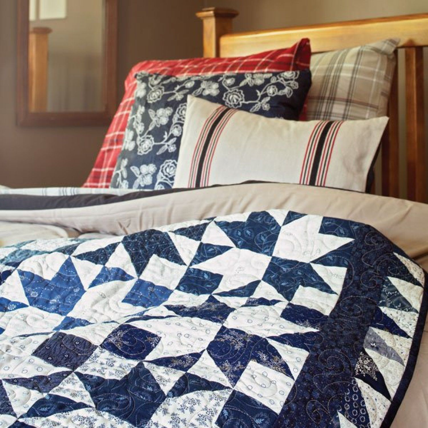 There's beauty in simplicity! Sew two-color quilts in both ... : two color quilts free patterns - Adamdwight.com