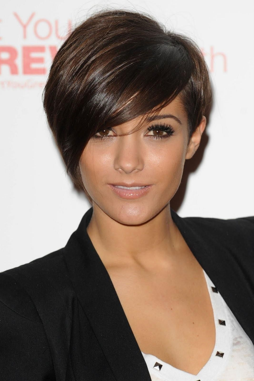 Frankie Sandford's asymmetric pixie is edgy & fabulous. Next cut ith dark red color?!