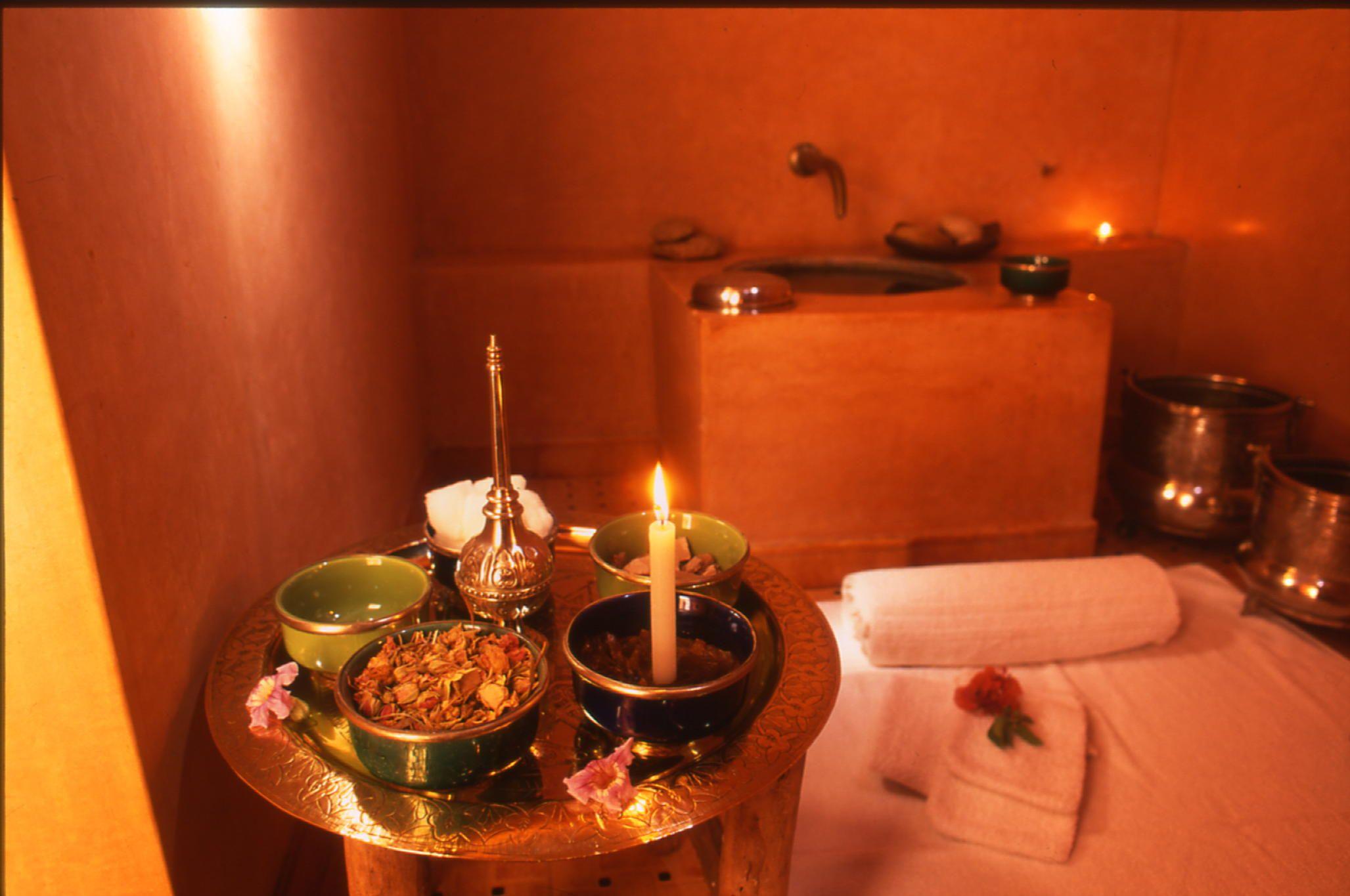 quelques produits utilis s par les femmes marocaines au hammam comme savon noir pour gommage le. Black Bedroom Furniture Sets. Home Design Ideas