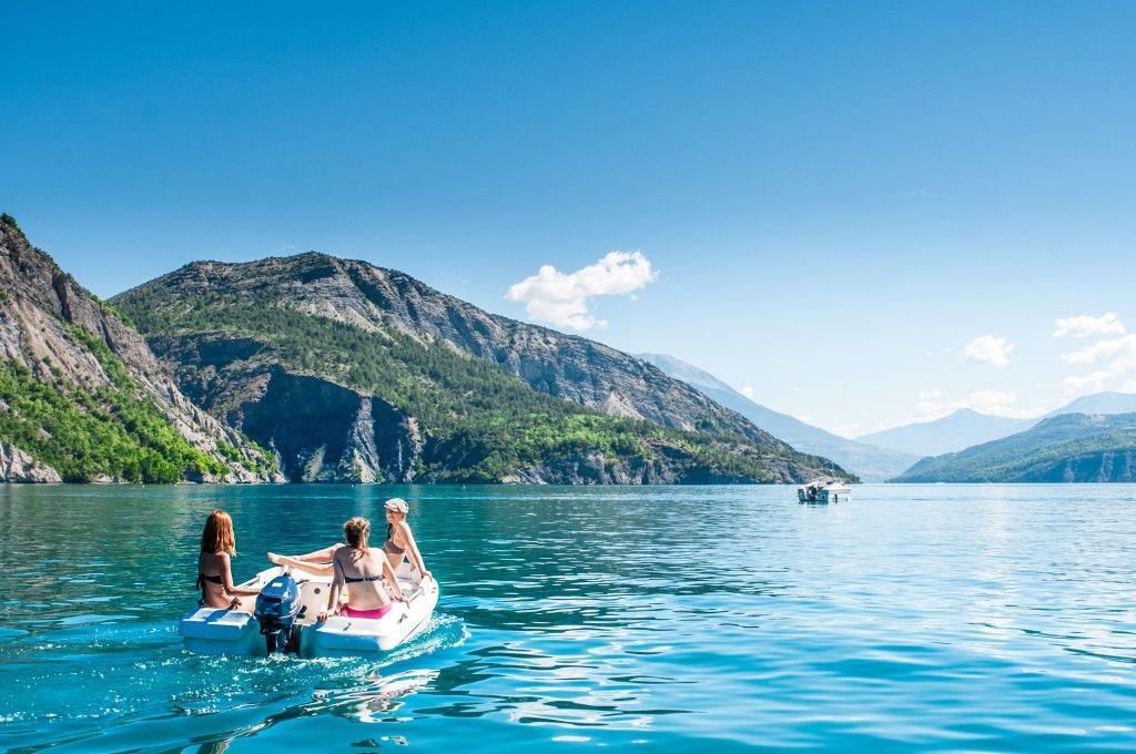 Nos villages lac de serre pon on tourisme office de - Camping lac serre poncon piscine ...