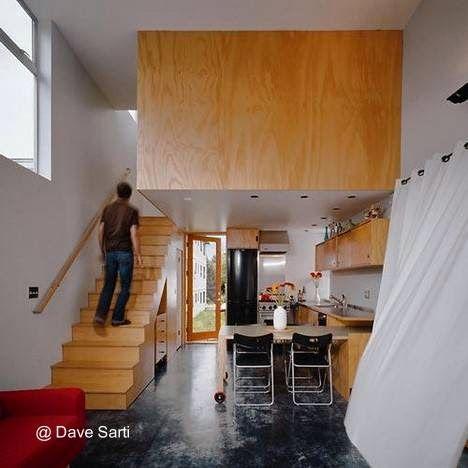 Contemporary snall house in Seattle - Vista de la cocina y escalera ...