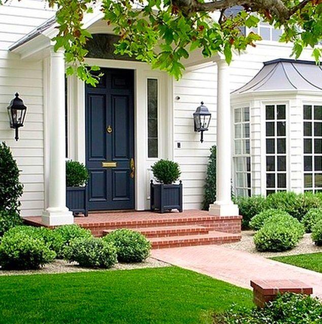 Garage Door Landscaping Ideas: Love White Clapboard Homes.