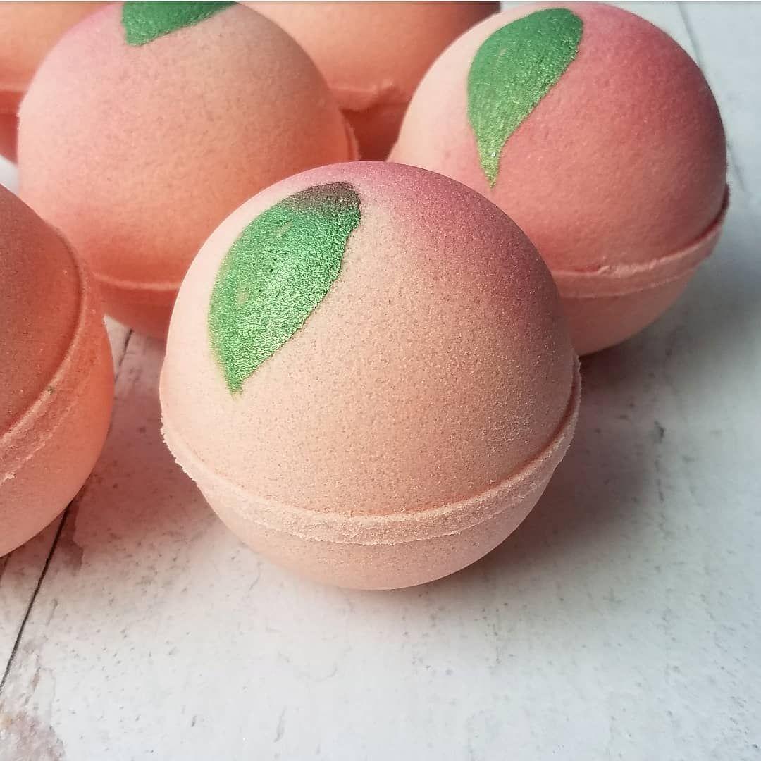 "Shayna 🐾 on Instagram: ""🍑 Peachy Clean 🍑 . . . . . . . . . . #bathbombs #bathfizzies #soapmaking #bathbombaddict #peachy #creativeliving #farmhousedecor…"""