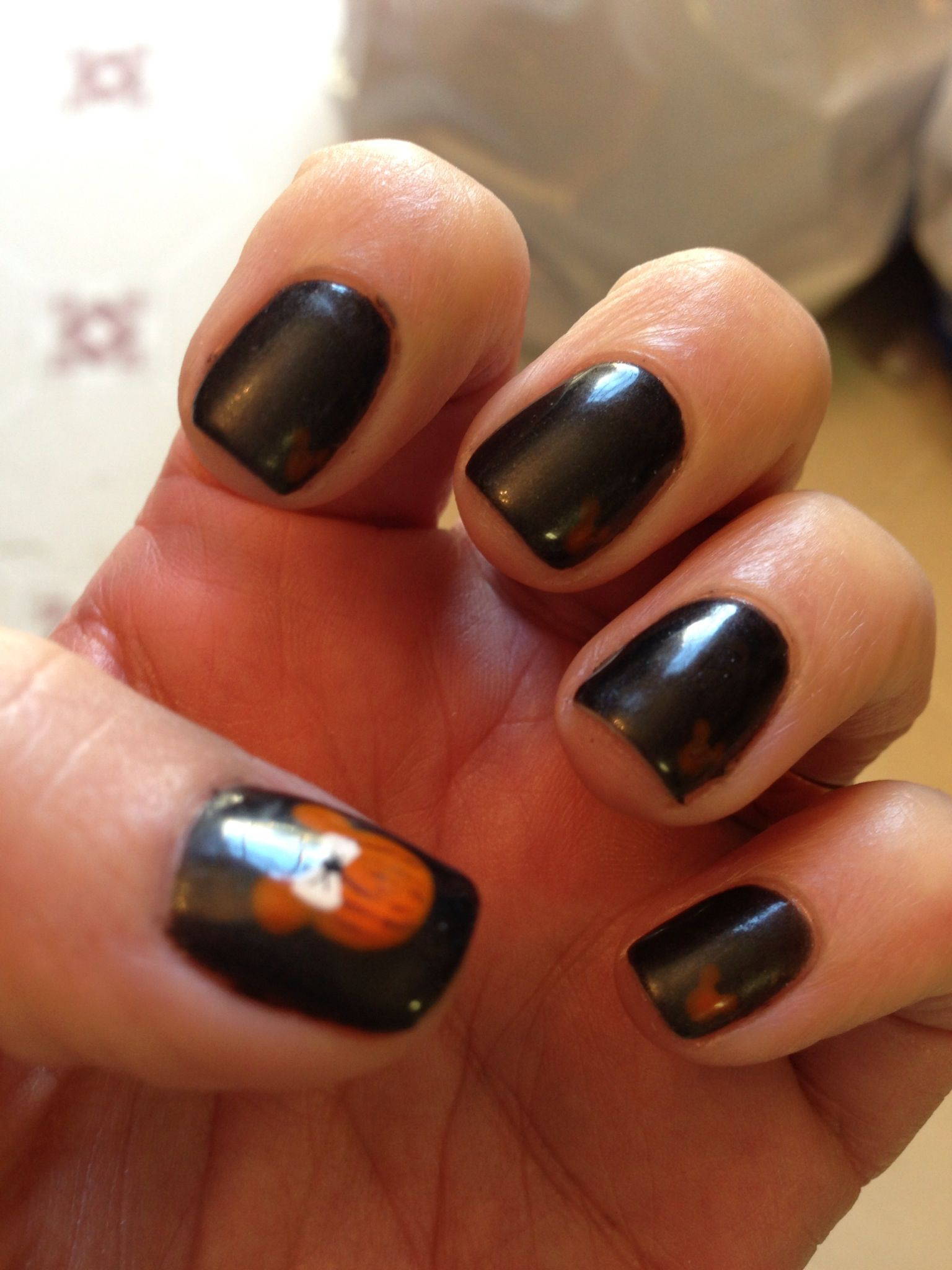 Halloween disney nails | Disney halloween nails, Disney ...