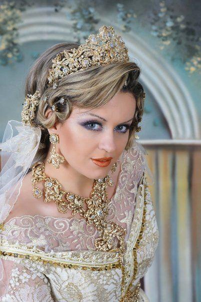 coiffure de mariée algerienne Bijoux Marocains, Tenue Algeroise, Mariage  Marocain, Robe Traditionnelle,
