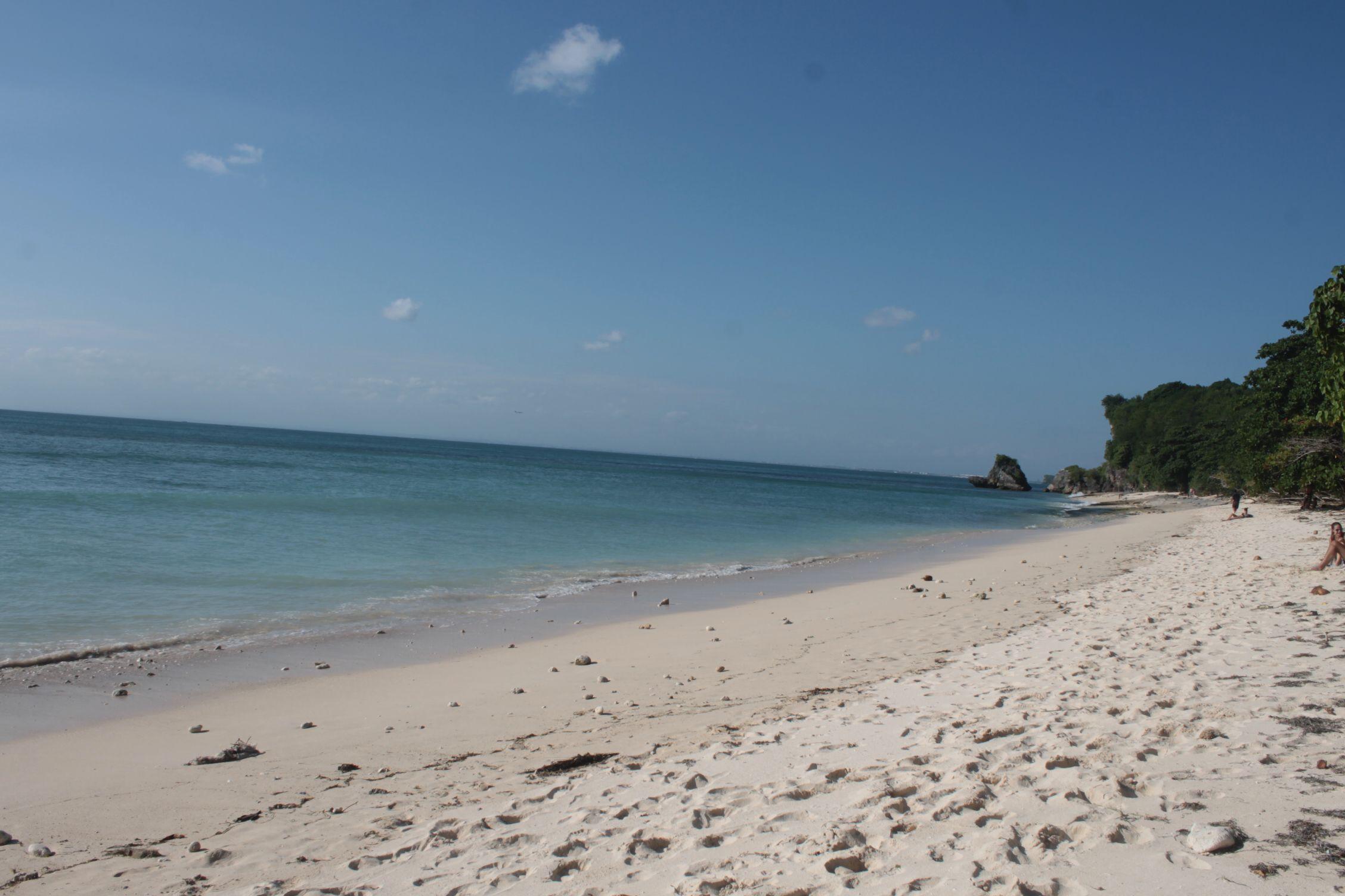 La larga playa de Padang Padang