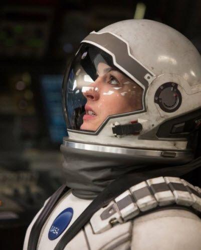 Anne Hathaway Plays A NASA Astronaut In Interstellar