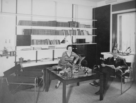 walter and ise gropius in the living room of the director s house in dessau 1927 bauhaus. Black Bedroom Furniture Sets. Home Design Ideas