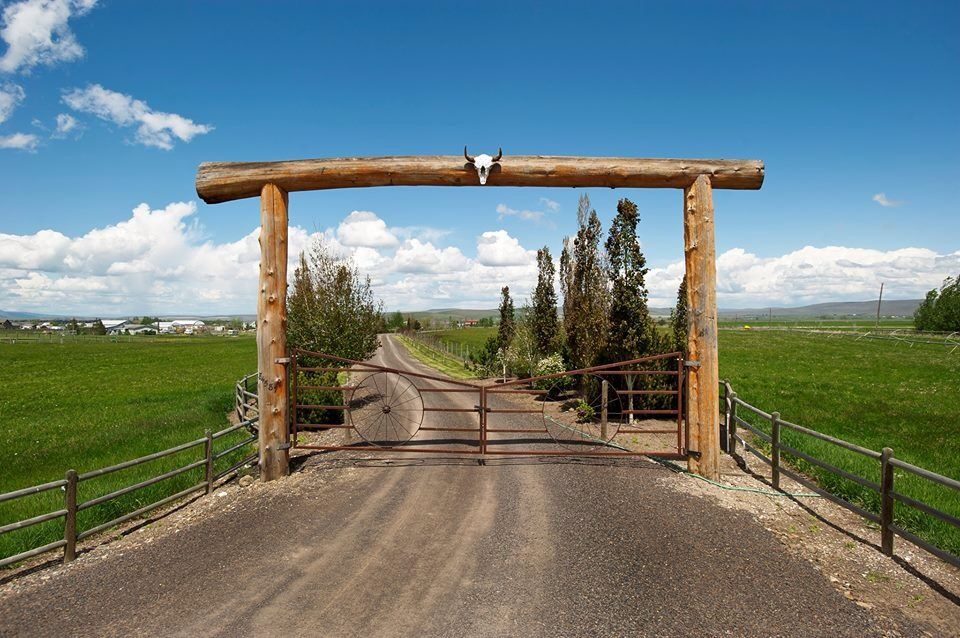 Love This Ranch Driveway Entrance More